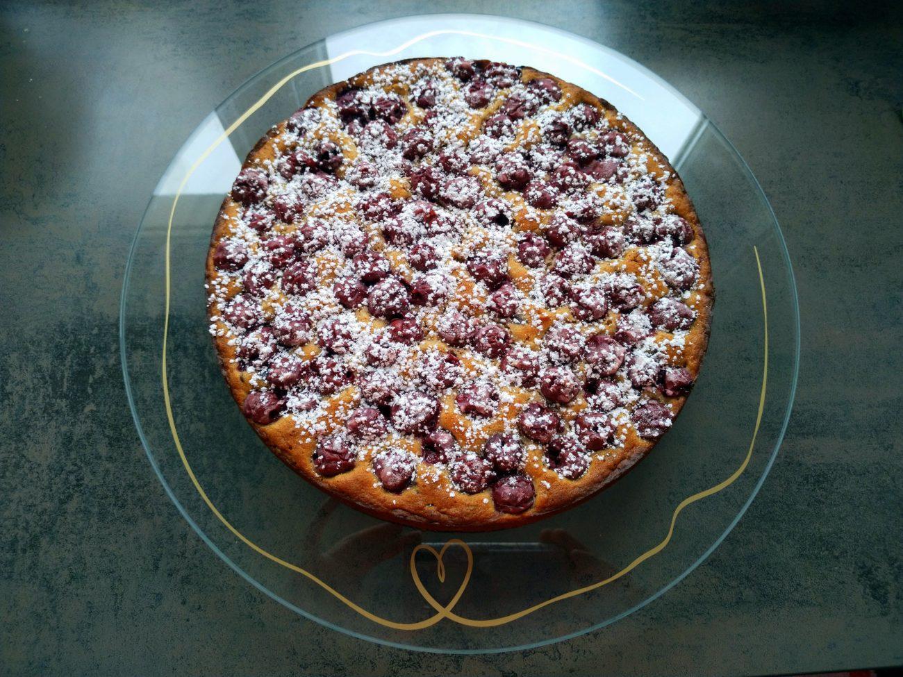 Müsli-Marzipan-Kuchen mit Kirschen