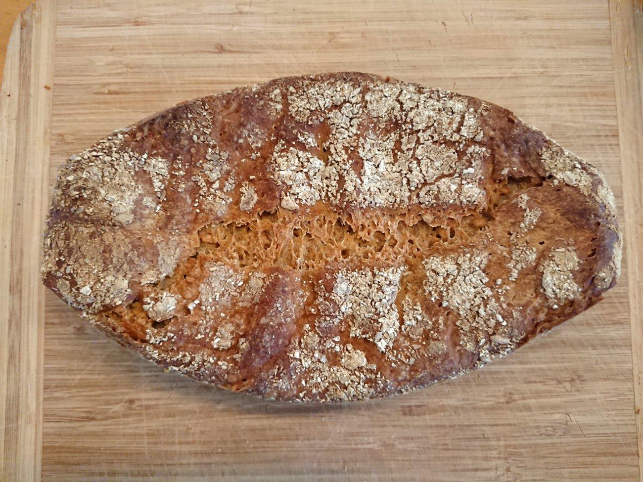 Dinkel-Weizenruch-Brot mit Brotklee