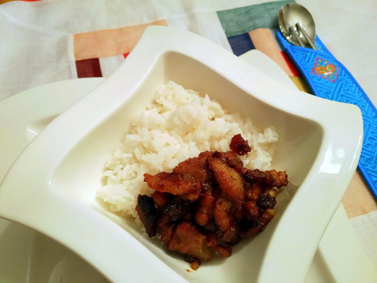 Tôm rang thịt ba chỉ – karamellisierter Schweinebauch mit Garnelen